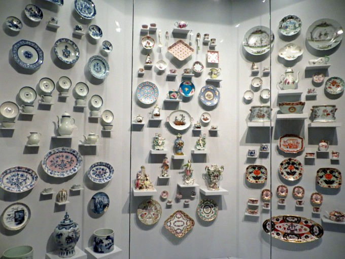 Finding out about old china can be a kind of puzzle (Honolulu Museum of Art)