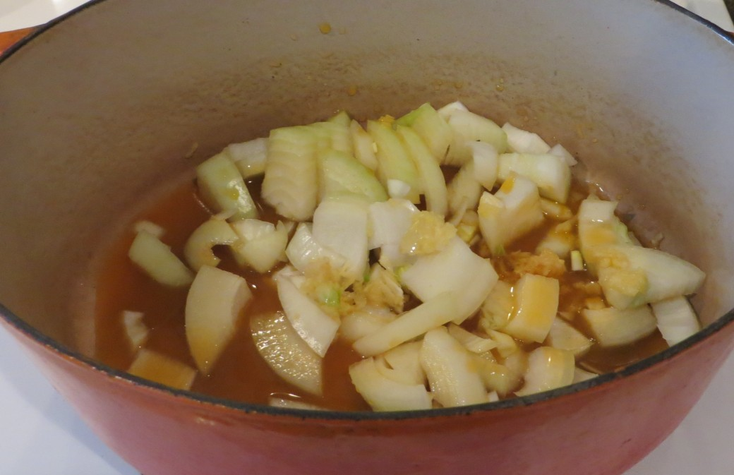 Cooking onions, garlic and spices in vegetable broth