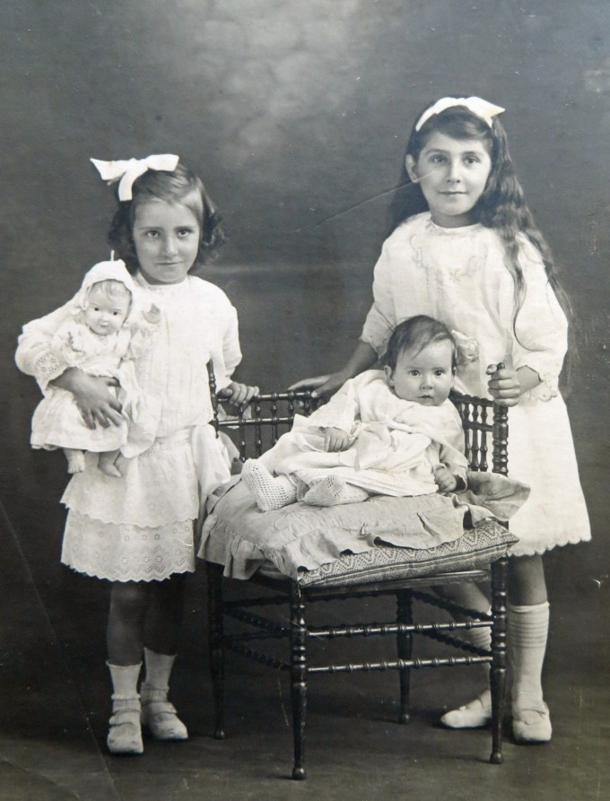 Mum & her sisters - early 1900's