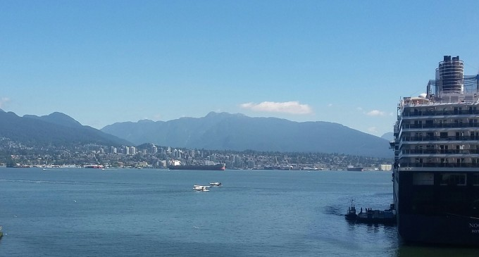 Canada Place: cruise ships, float planes & the North Shore mountains