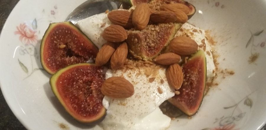 Fresh figs, almonds & yogurt