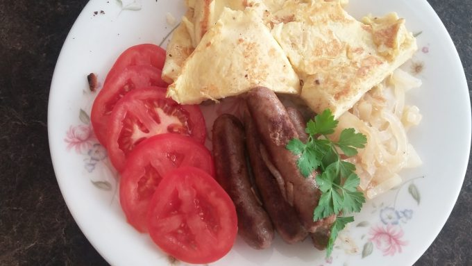 Chicken sausages, eggs & tomato