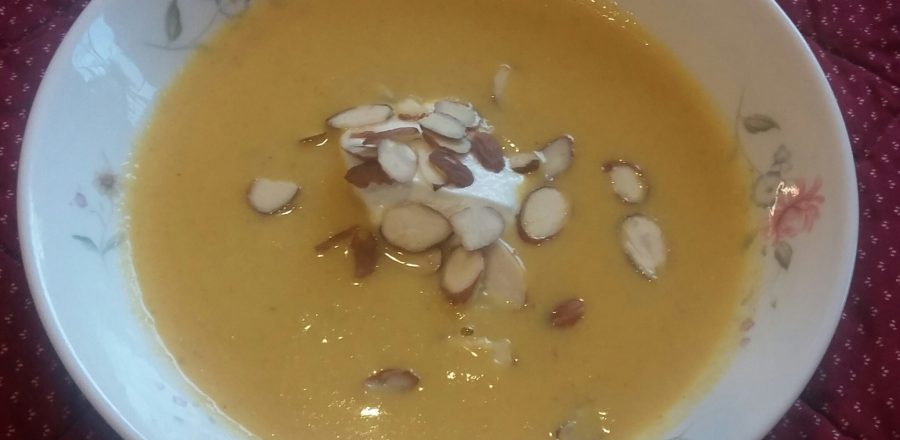 Cauliflower & Coconut soup with almonds & yoghurt