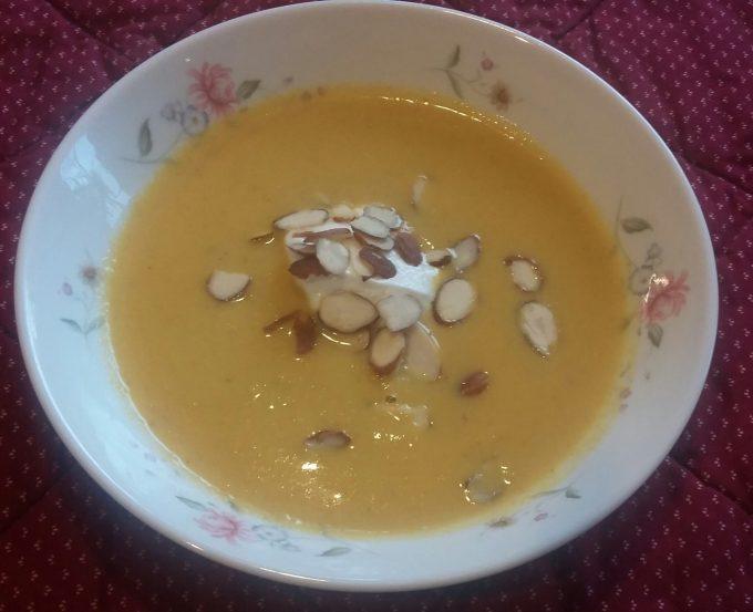 Cauliflower & Coconut soup with almonds & yoghurt